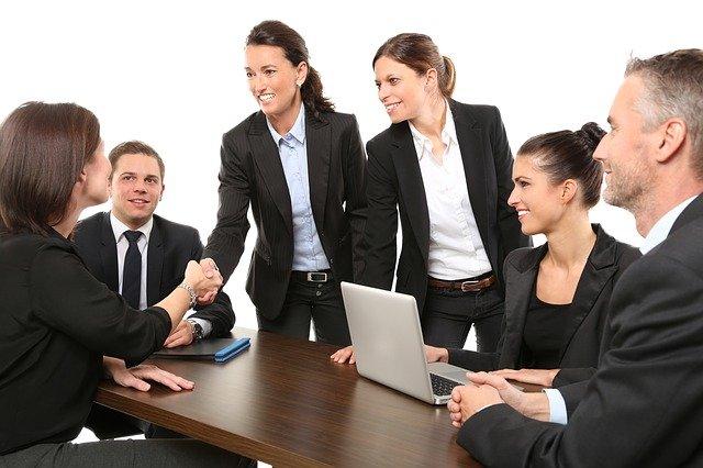 Przyjrzyjmy się kilku przykładom etyki zawodowej